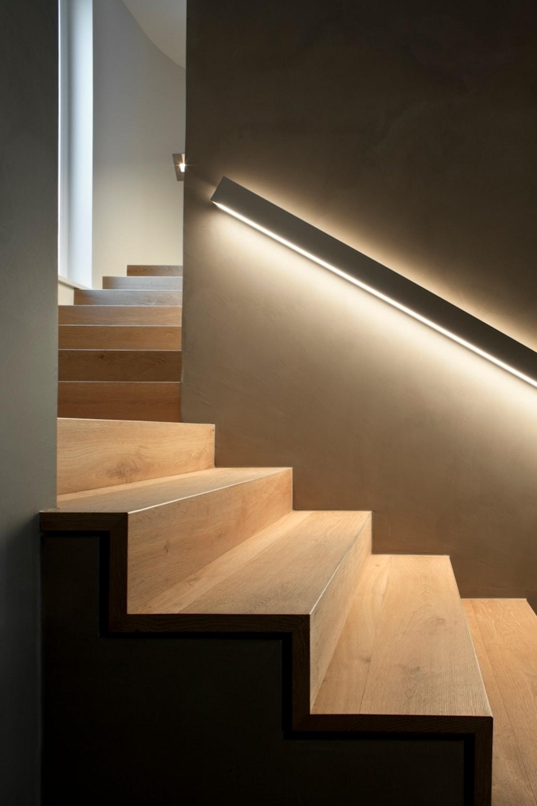 Светодиодная подсветка лестницы – создаем оригинальную и безопасную конструкцию