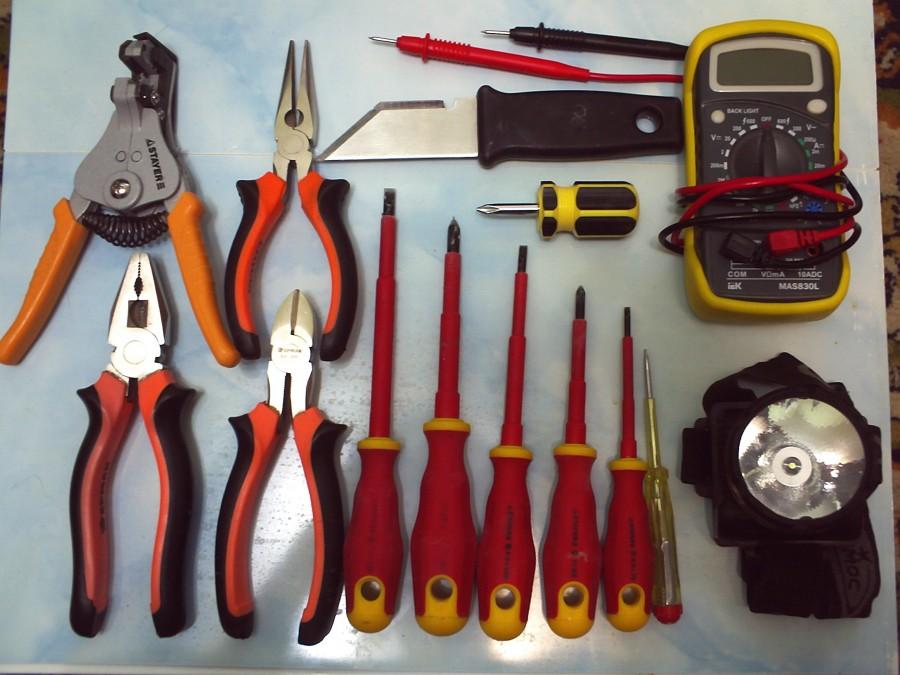 Набор инструментов для электрика — виды, составляющие, обзор цен