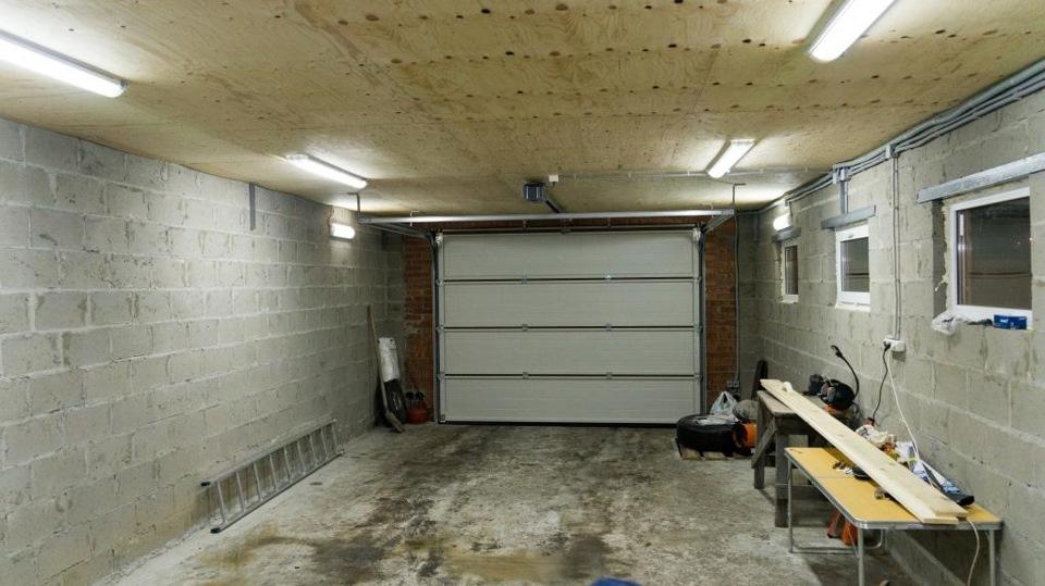 Какое лучше выбрать освещение для гаража и как правильно сделать своими руками