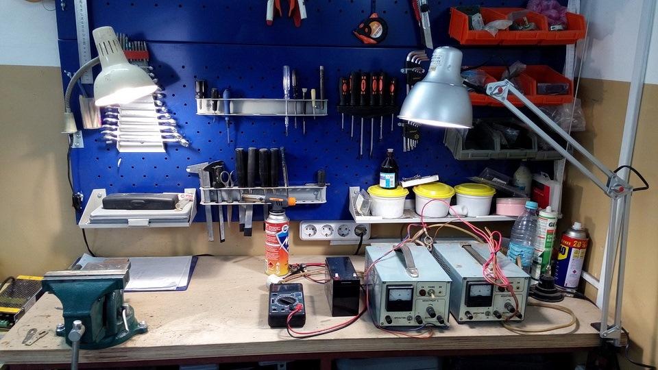 Как сделать освещение в гараже своими руками?