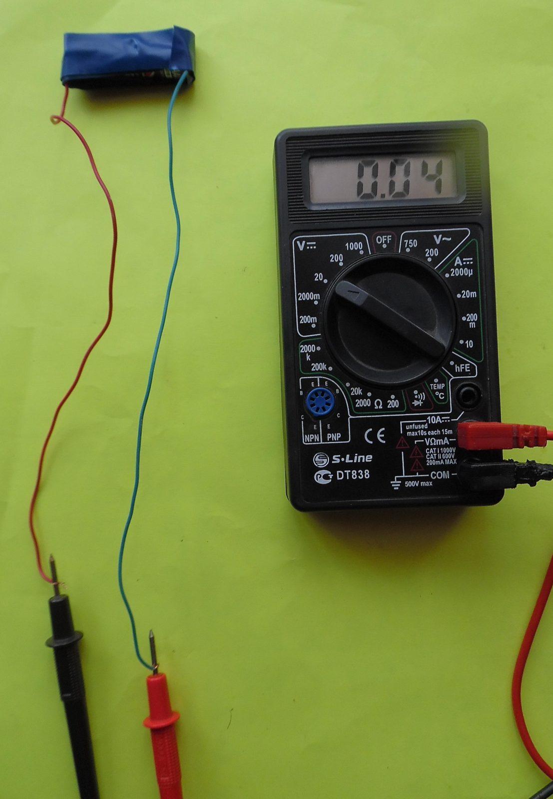 Как проверить мультиметром батарейку