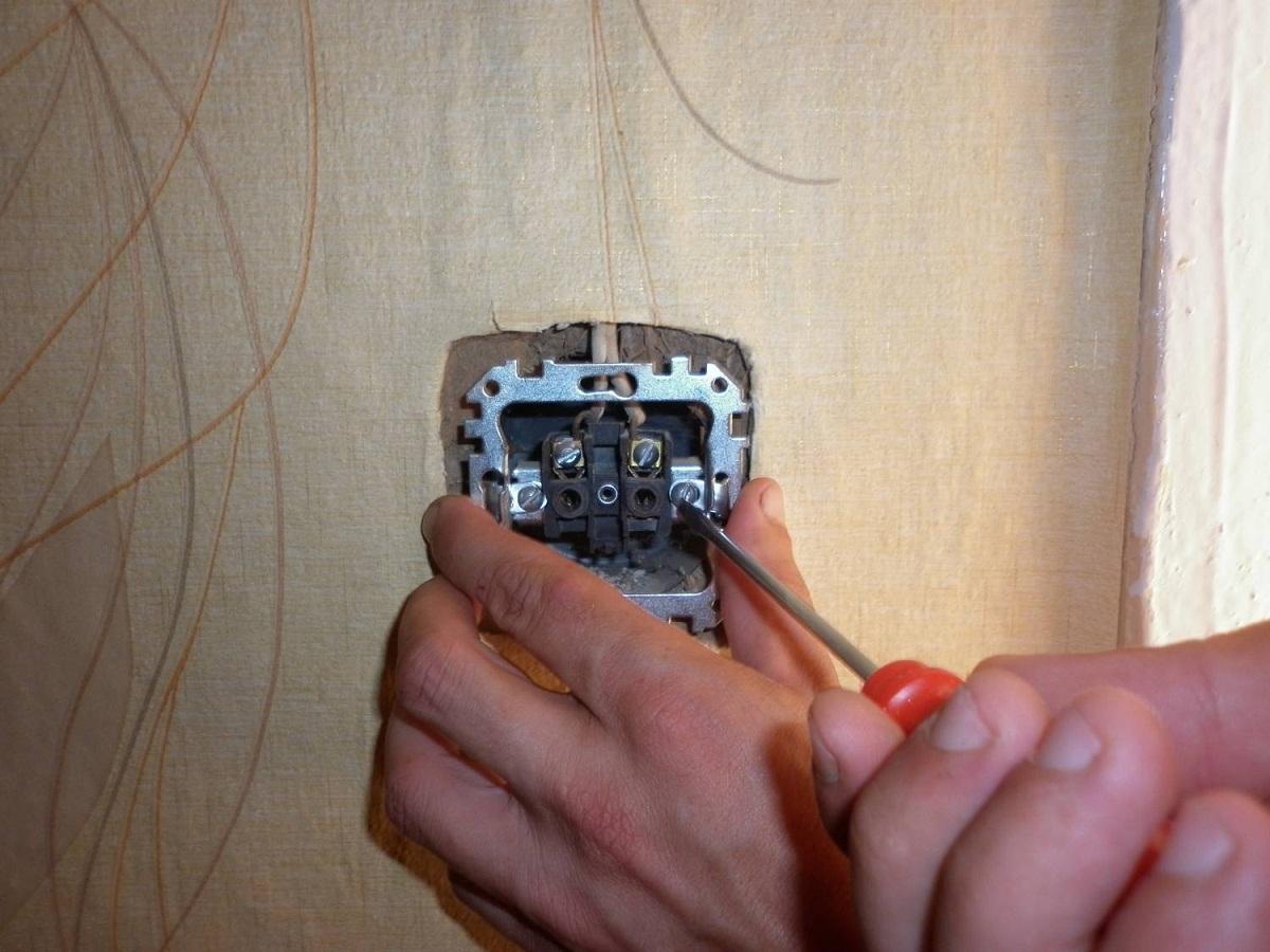 Как разобрать выключатель света — подготовка устройства к ремонту