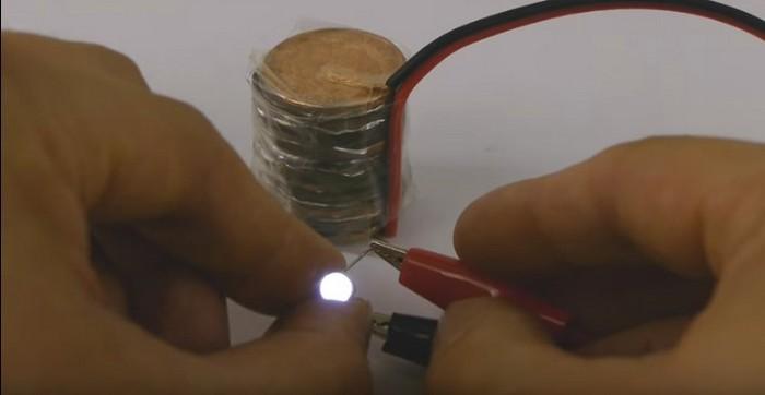Как изготовить мощный аккумулятор своими руками. самый действенный способ восстановления аккумулятора. простейший акб из соды
