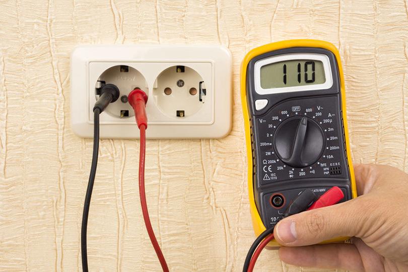 Напряжение в розетке – методы измерения и советы как быстро определить постоянный или переменный ток. примеры оптимального напряжения тока