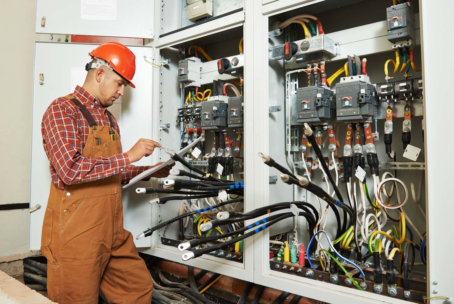 Электрик (электромонтёр)