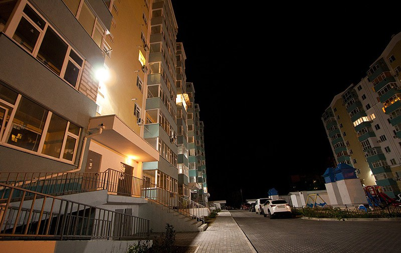 Кто по закону платит за освещение придомовой территории многоквартирного дома?