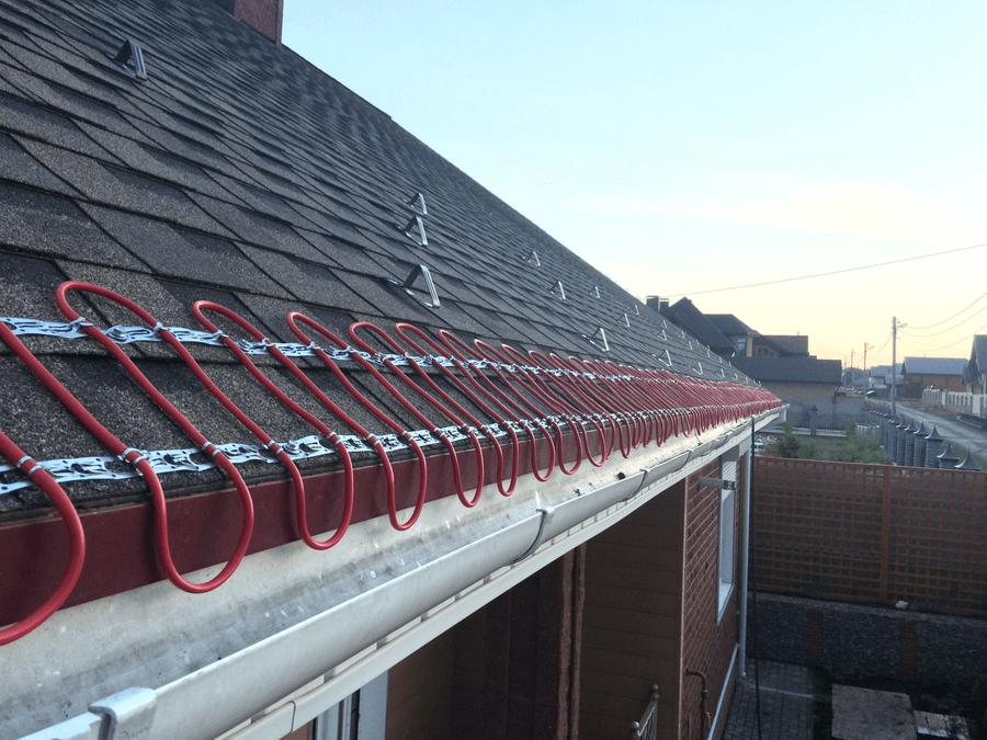 Греющий кабель для водостока и крыши: обзор и монтаж резистивных и саморегулируемых типов систем антиобледенения