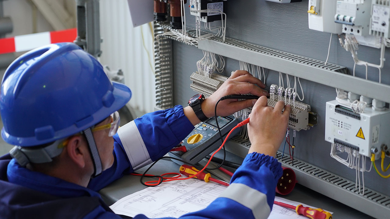 Инженер-электрик