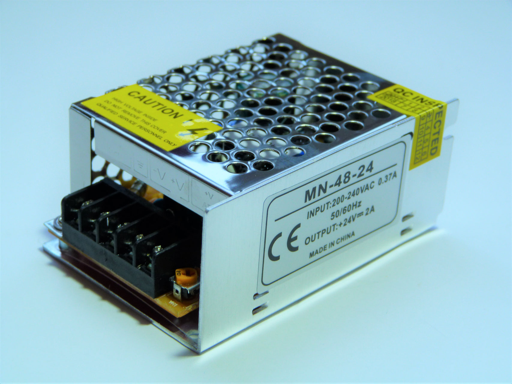 Схематические решения, как из 220в получить напряжение 12в без трансформатора