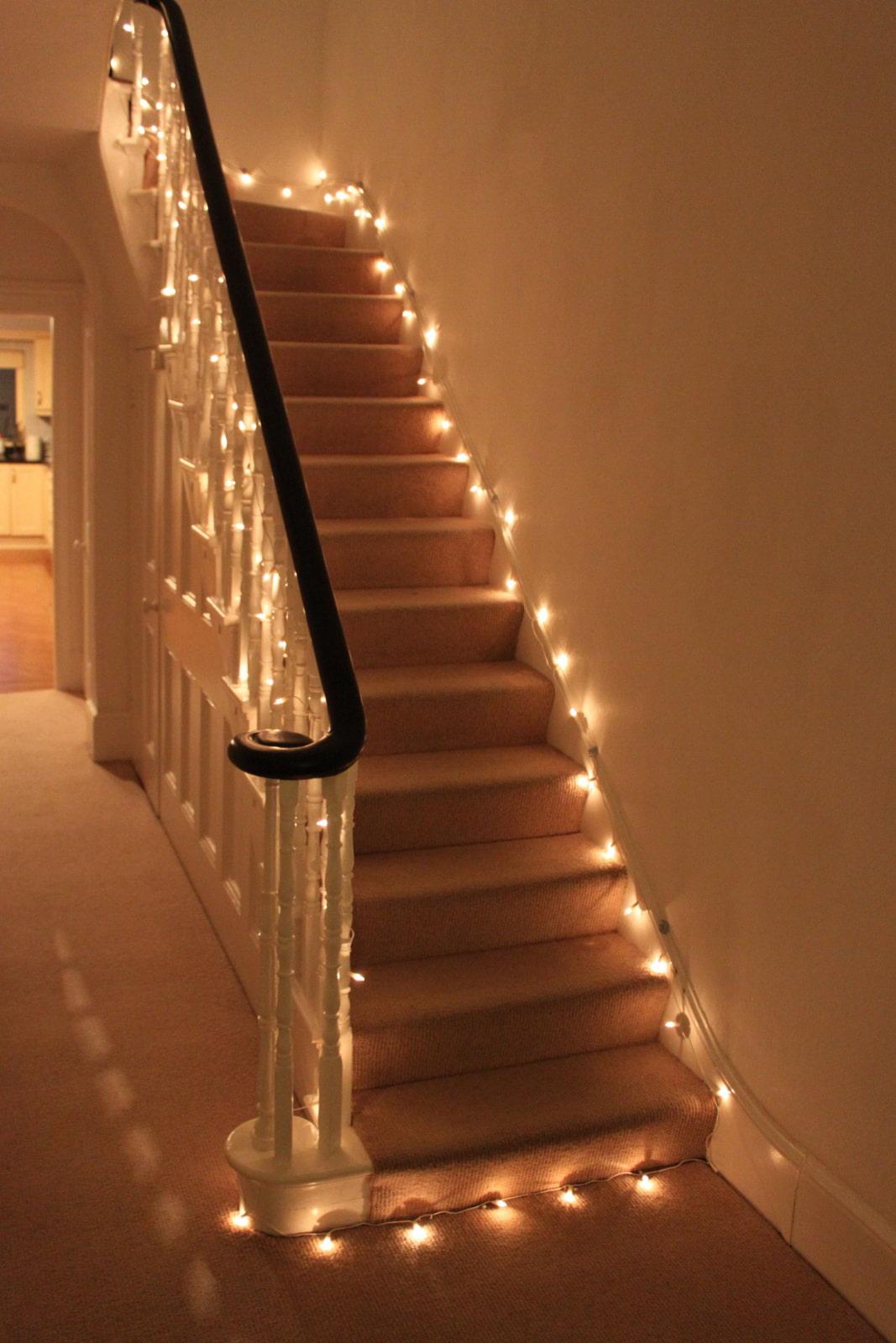 Освещение лестницы в частном доме: познаем подробно