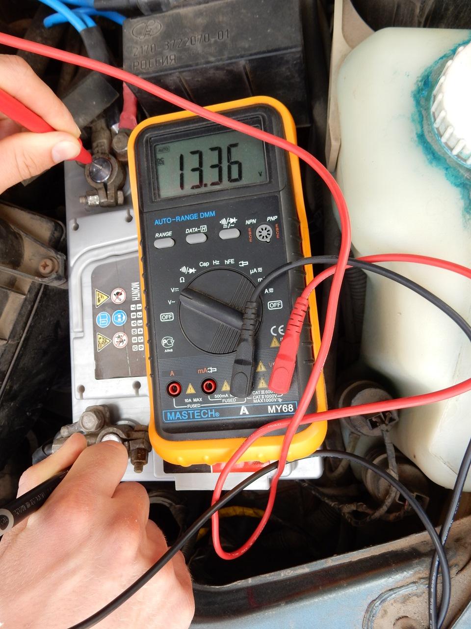 Как проверить батарейку мультиметром?