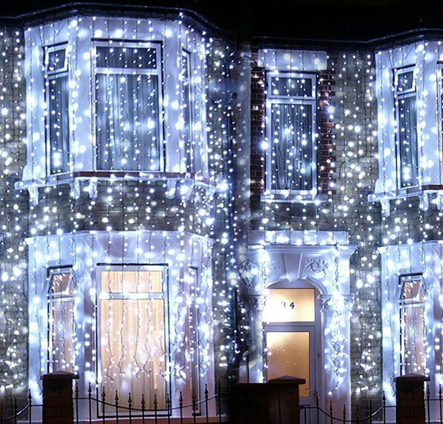 Подсветка загородного дома с помощью уличных морозостойких гирлянд
