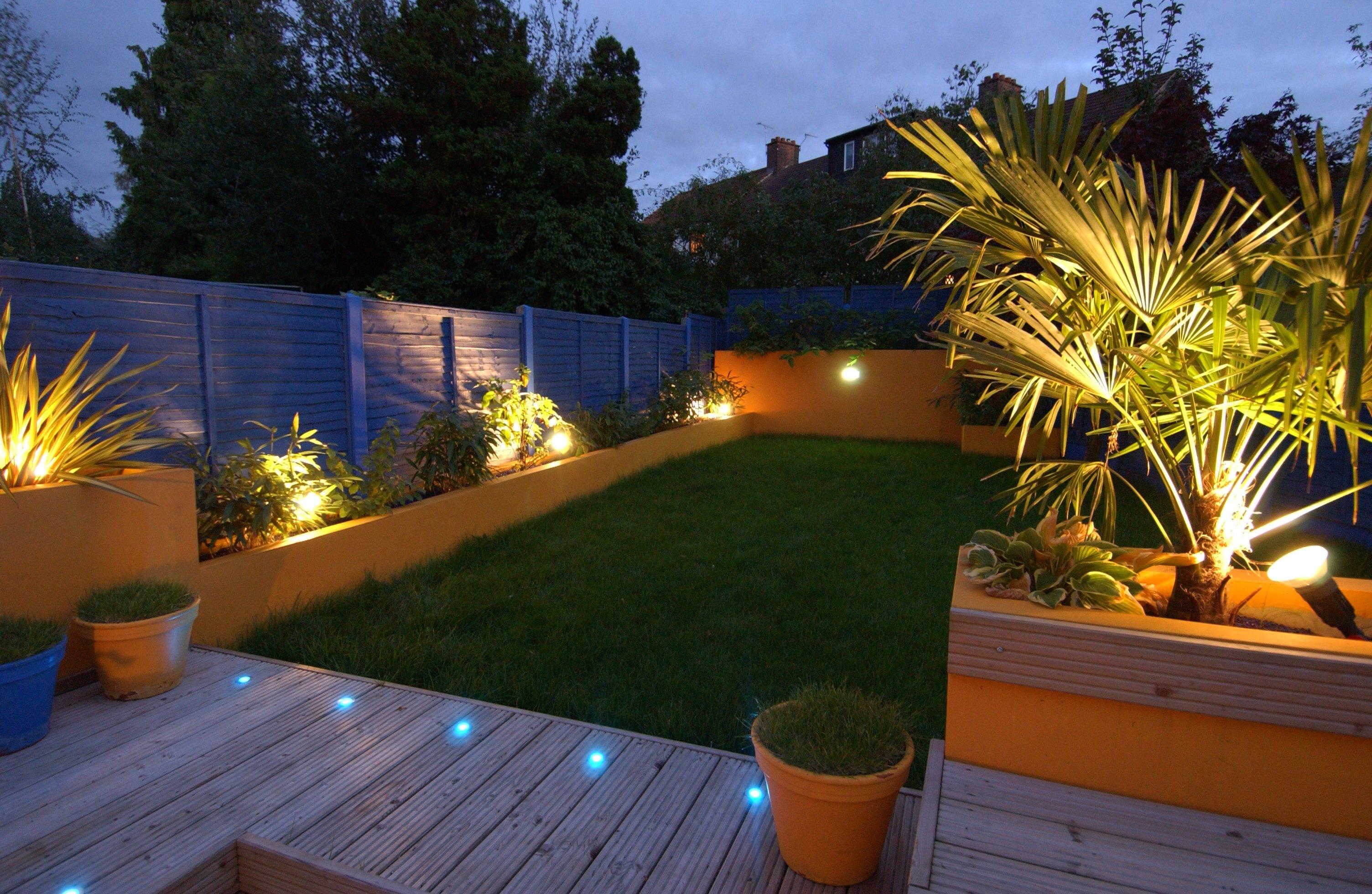 Как организовать освещение на дачном участке?