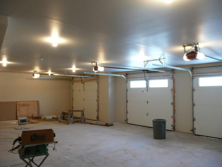 Освещение гаража: выбор и подключение светильников, монтажные работы