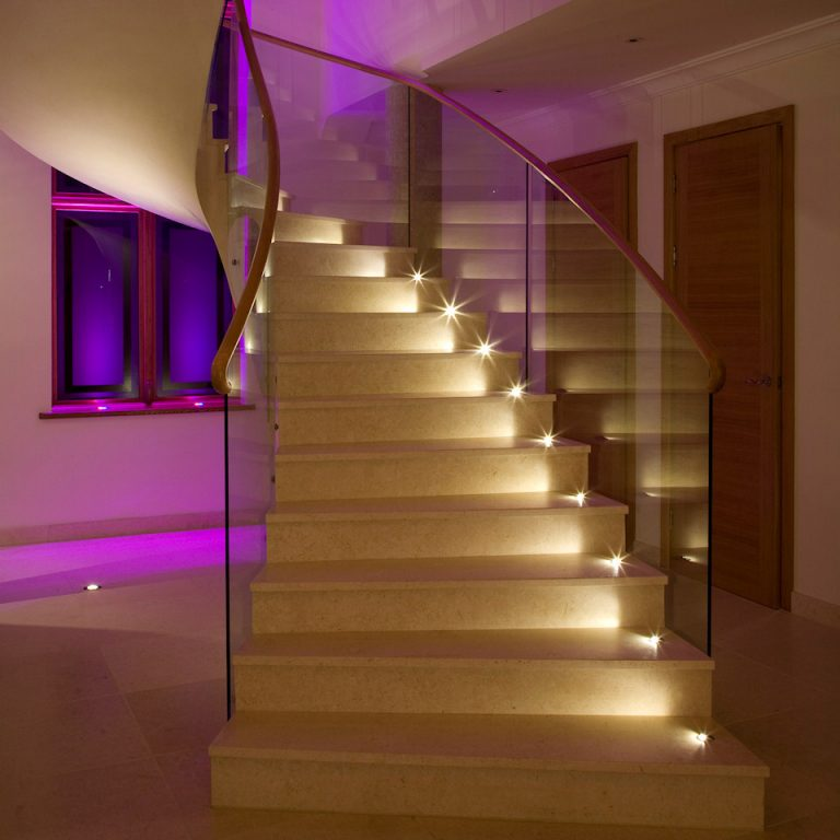Подсветка лестницы: варианты подсветки на ступенях с датчиком движения