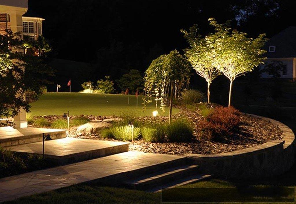 Обустраиваем ландшафтное освещение участка: этапы монтажа, виды осветительных приборов, фото