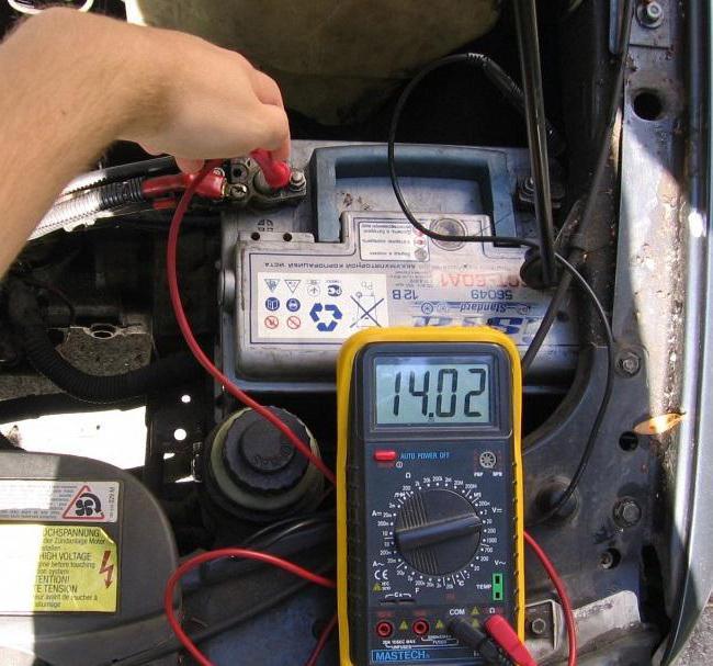 Как проверить аккумулятор мультиметром