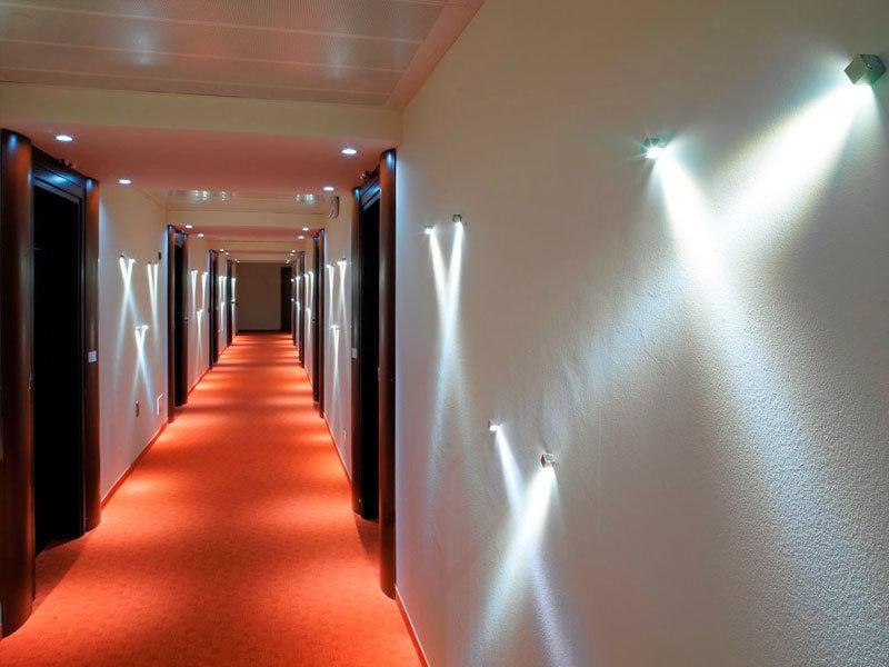 Освещение в прихожей — правила выбора светильников и варианты идеального освещения (130 фото)