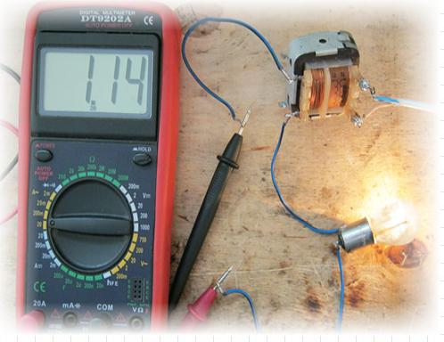 Какой ток в домашней сети и подробная инструкция, чтобы измерить напряжение в розетке