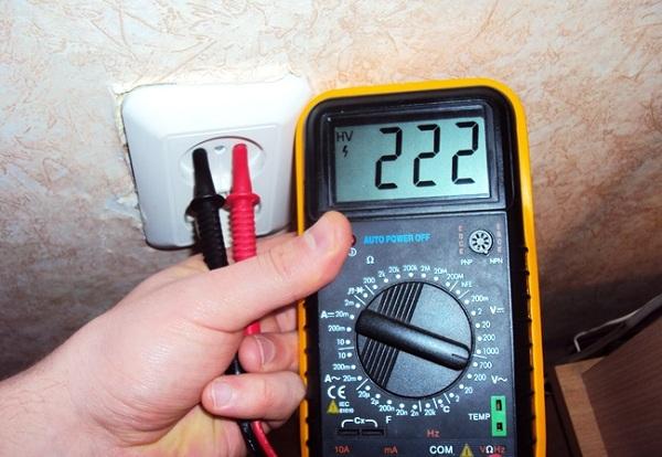 Напряжение и сила переменного или постоянного тока в розетке