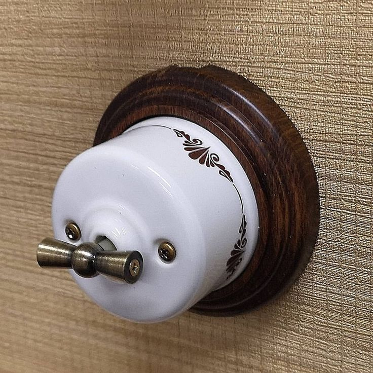 Ретро проводка в деревянном доме – особенности монтажа