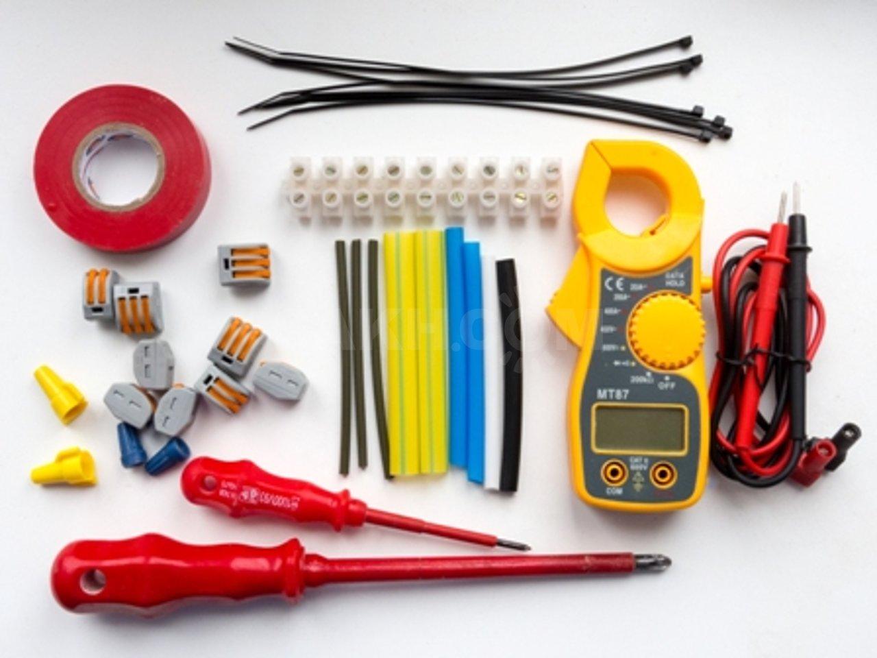Перечень всего набора инструментов электрика