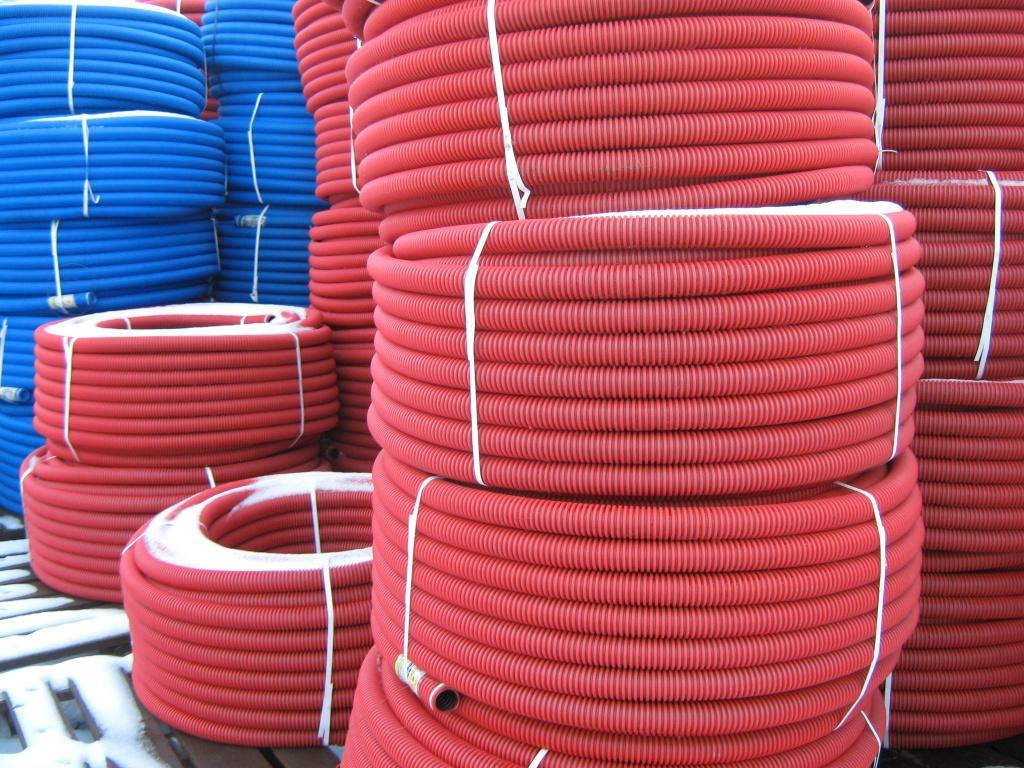О плюсах применения труб при прокладке кабеля в земле