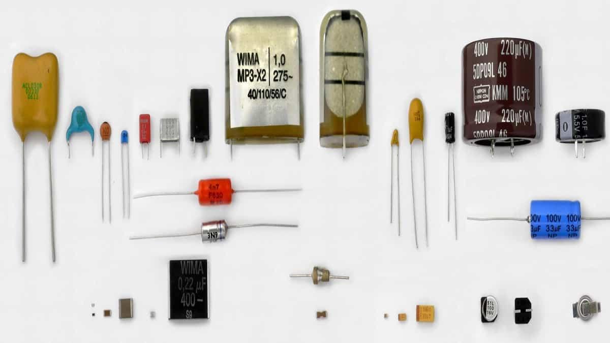 Зачем нужны электролитические конденсаторы и как их менять