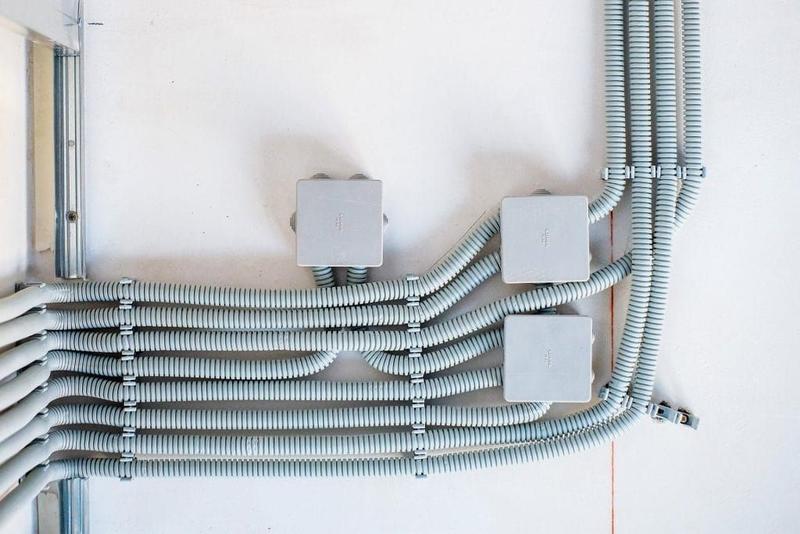 Применение металлорукава для прокладки кабеля