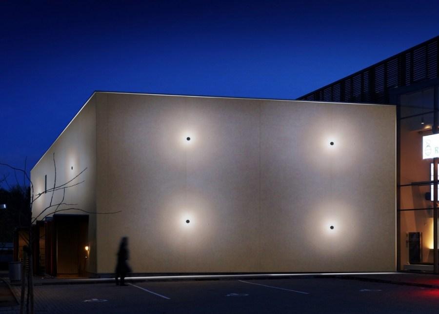 Как правильно выбрать настенные светильники для улицы